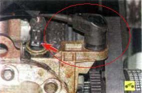 Датчик давления масла на шевроле ланос где находится